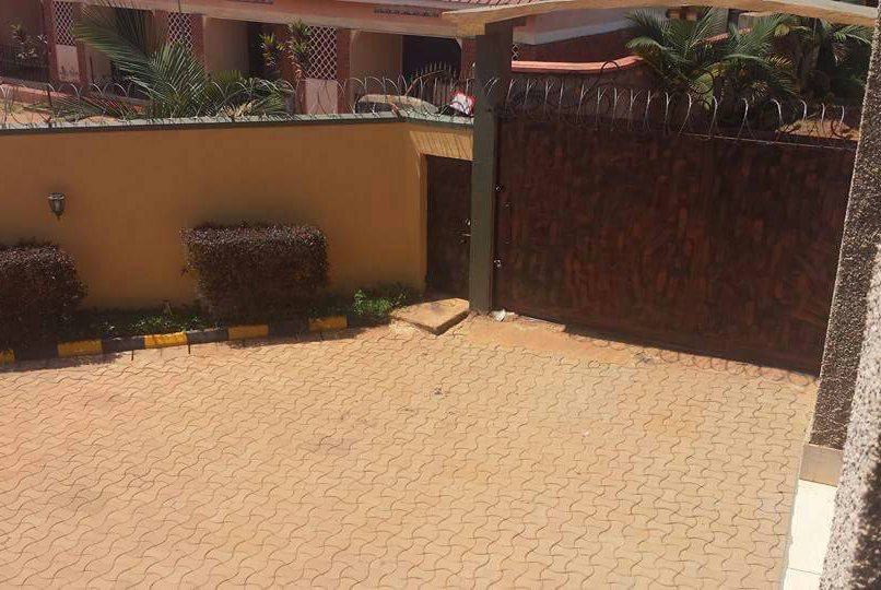 Gate-to-the-bweyogere-house-for-sale