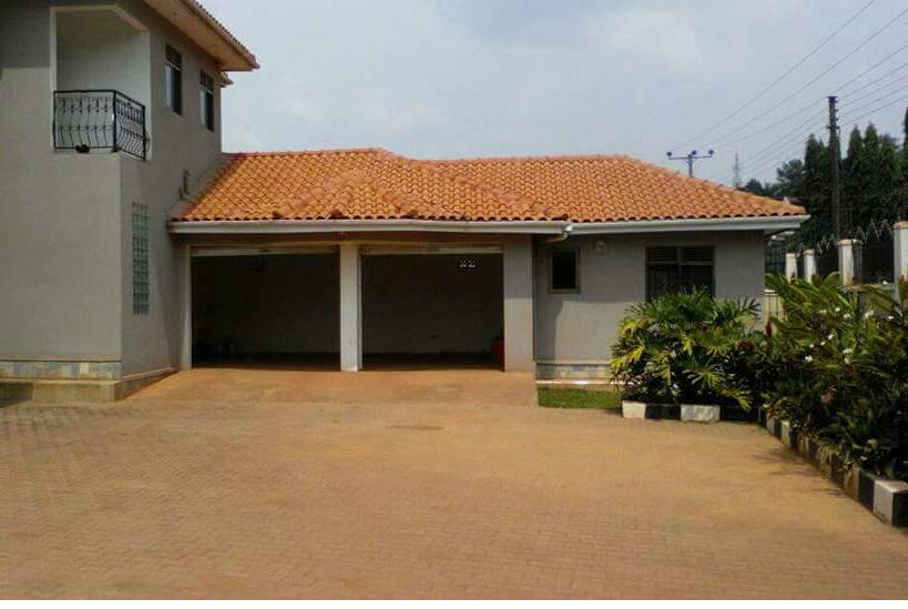 Naguru-house-garages