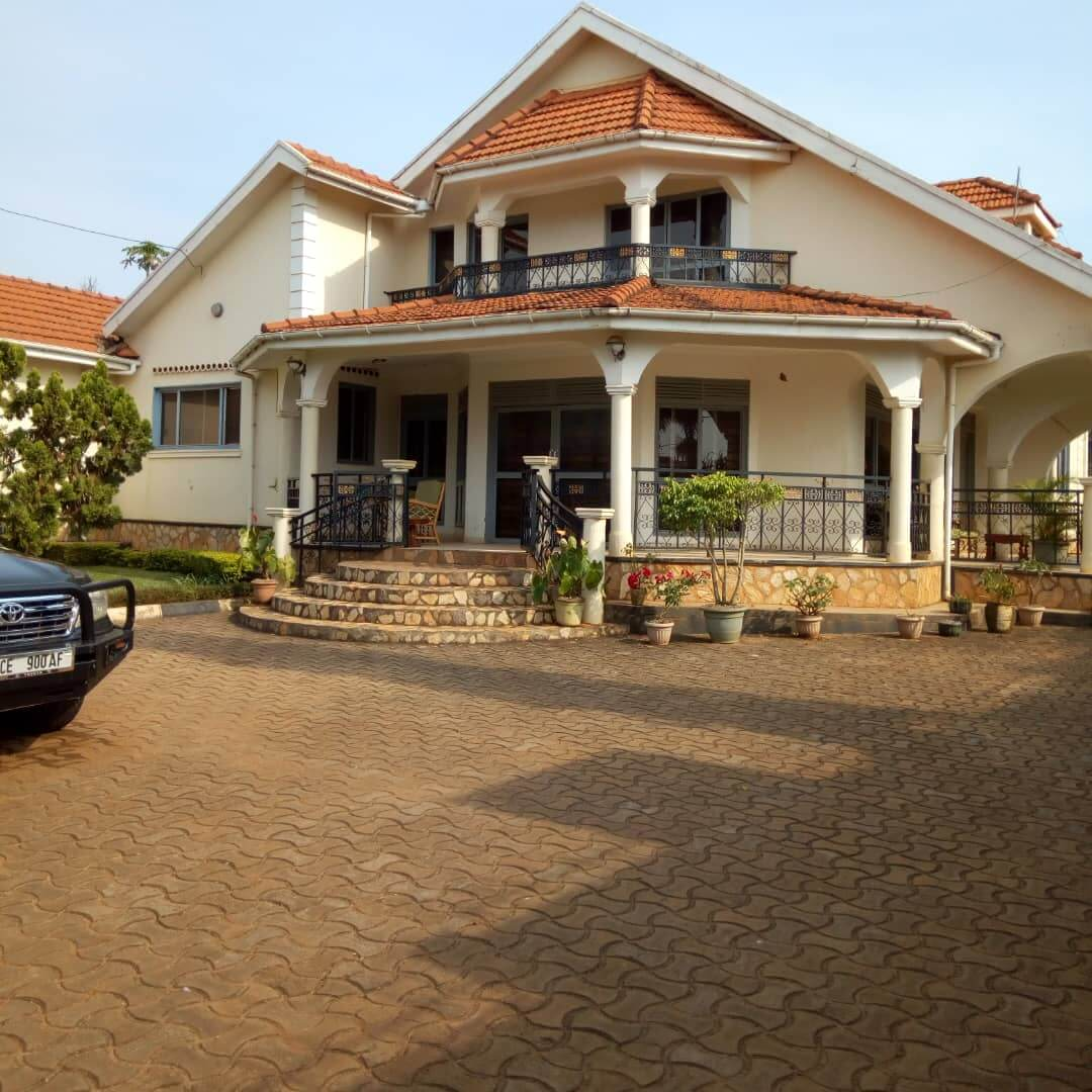 Luxury Mansion For Sale In Munyonyo At USD 400000