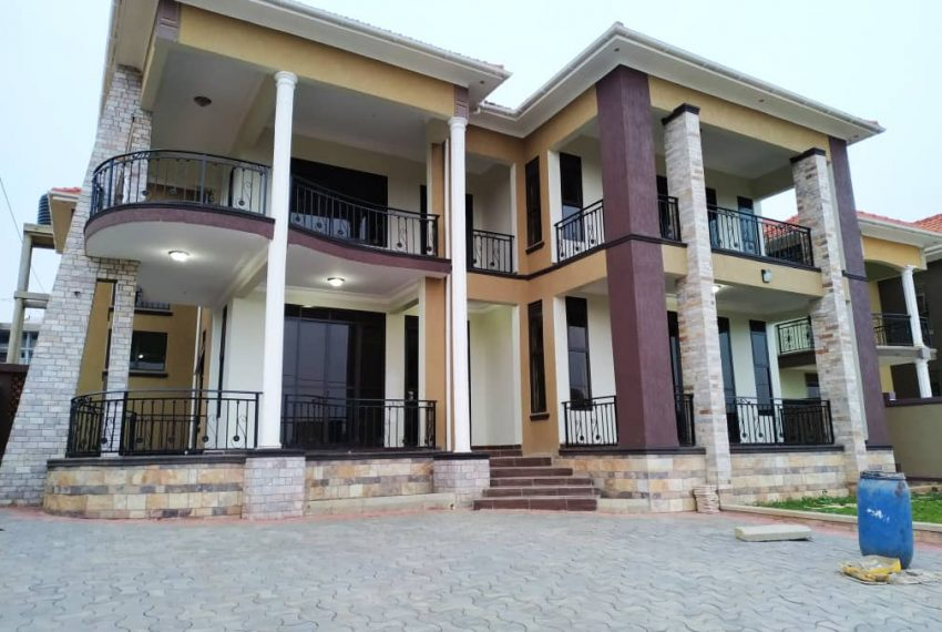 5 Bedroom House for Sale in Kira