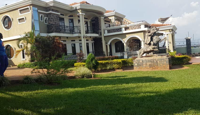 House for Sale on Entebbe Road Bwebajja 3