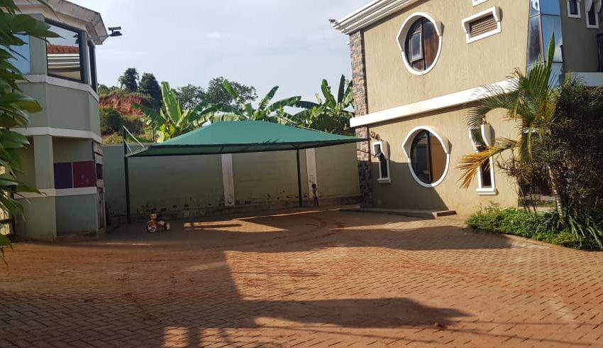 House for Sale on Entebbe Road Bwebajja 4