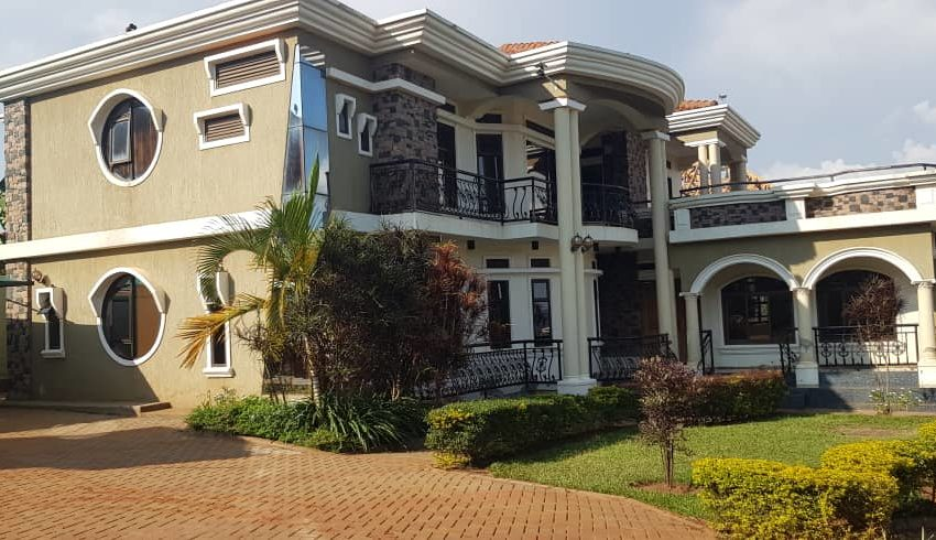 House for Sale on Entebbe Road Bwebajja