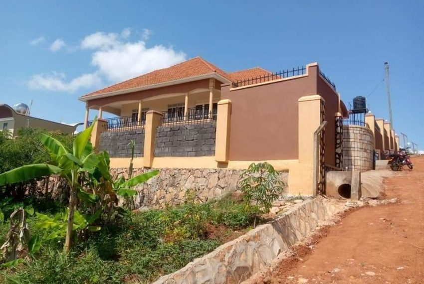 Bwebajja Entebbe Road House for sale 7
