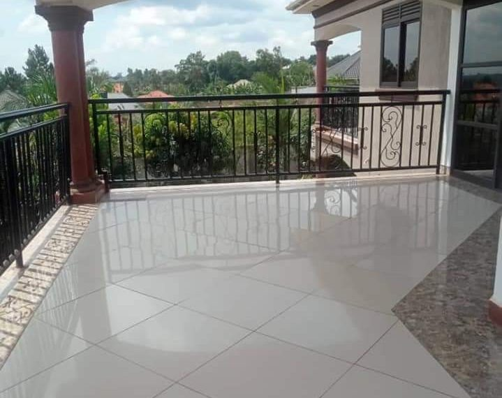 House on Acre for Sale in Gayaza 1