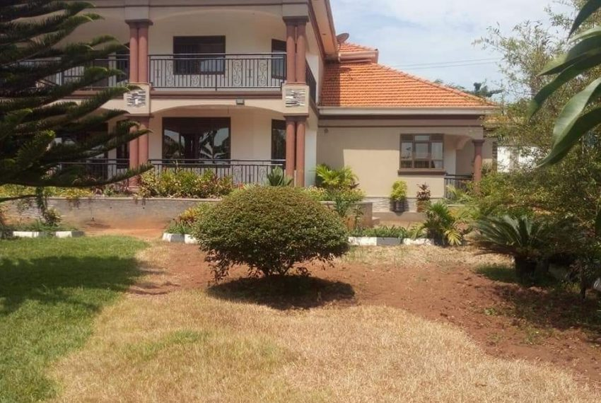 House on Acre for Sale in Gayaza 3