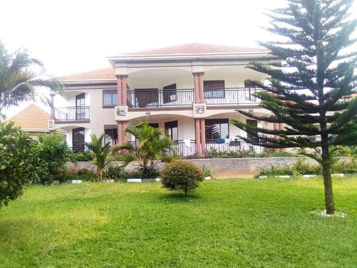 House on Acre for Sale in Gayaza
