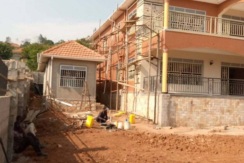 Entebbe Road House for sale in Bwebajja Akright 1