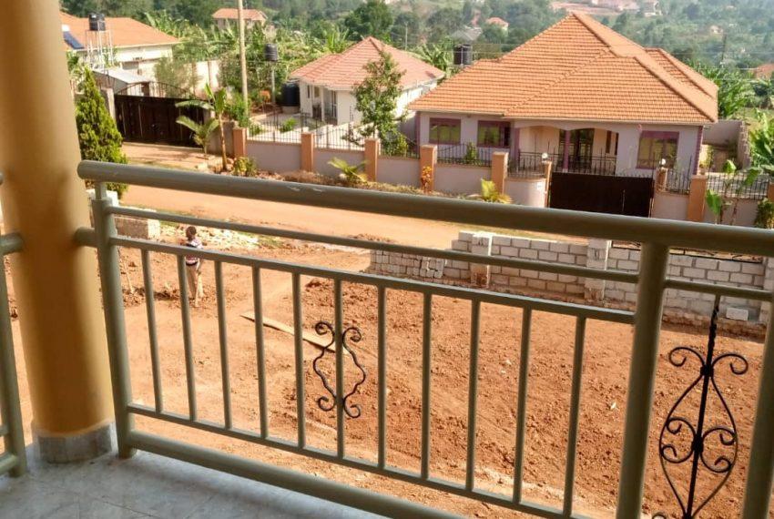 Entebbe Road House for sale in Bwebajja Akright 10