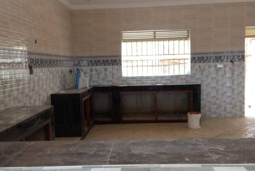 Entebbe Road House for sale in Bwebajja Akright 11