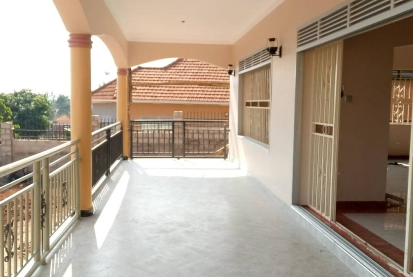 Entebbe Road House for sale in Bwebajja Akright 12