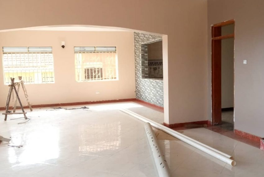 Entebbe Road House for sale in Bwebajja Akright 13