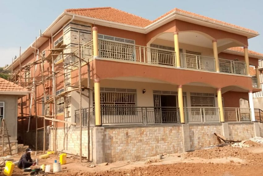 Entebbe Road House for sale in Bwebajja Akright 2