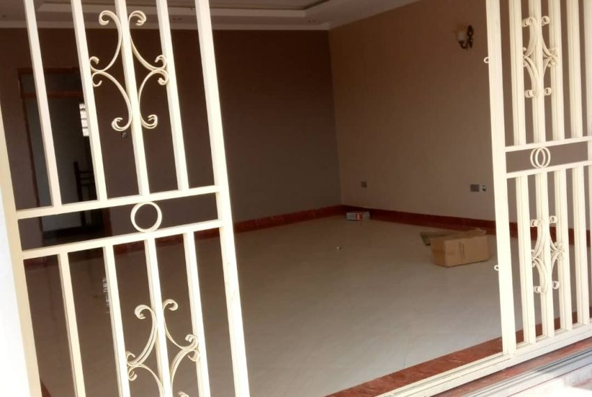 Entebbe Road House for sale in Bwebajja Akright 6