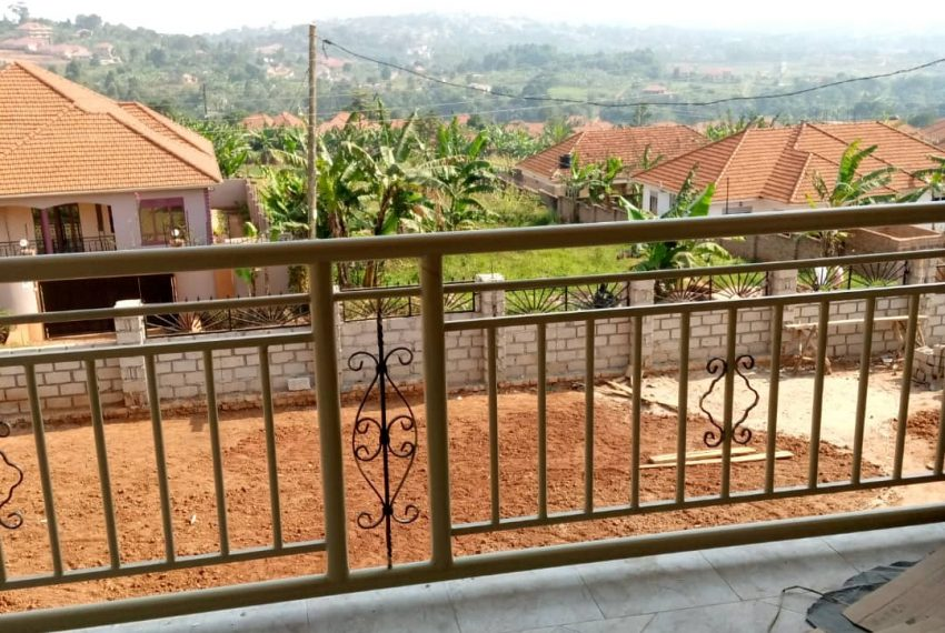 Entebbe Road House for sale in Bwebajja Akright 8