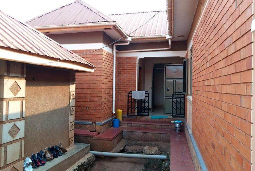 House for sale Namugongo Kiwango 1