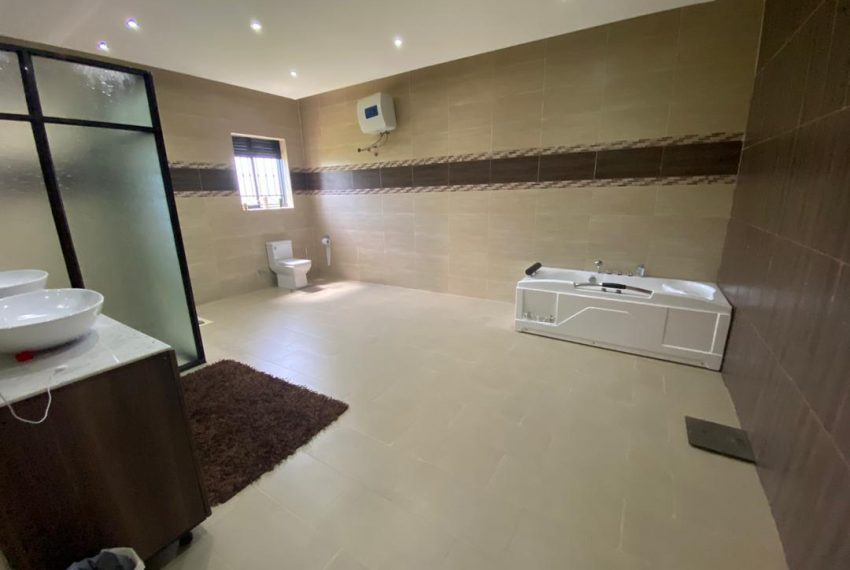 Nice Home for Sale in Kitende Entebbe Road 1