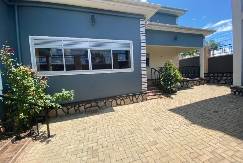 Nice Home for Sale in Kitende Entebbe Road 10