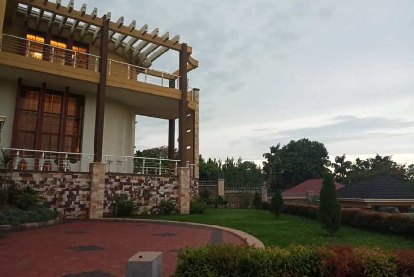 Posh House for Sale in Lubowa Entebbe road 4