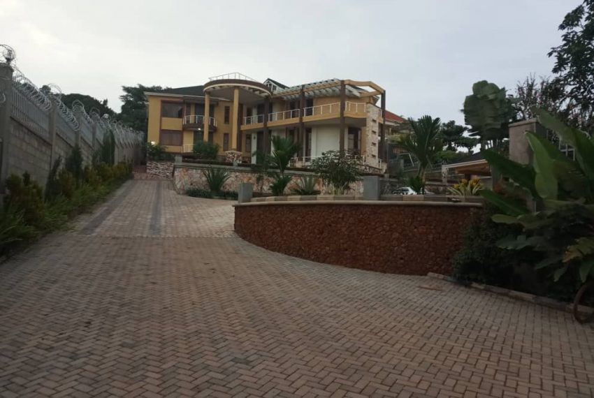 Posh House for Sale in Lubowa Entebbe road