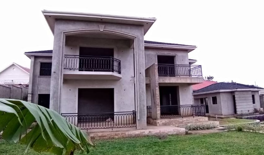 6 Bedroom Incomplete House for Sale in Namugongo 1
