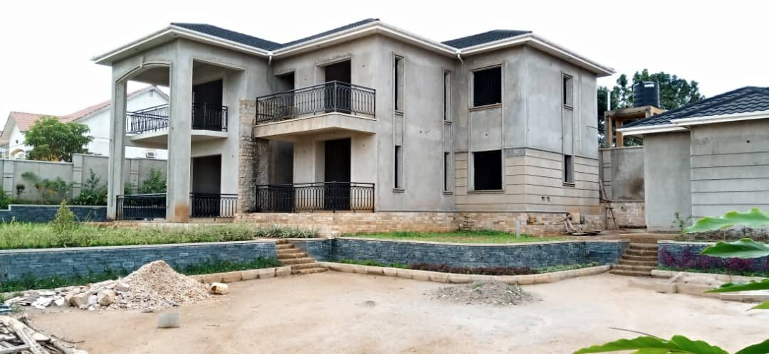 6 Bedroom Incomplete House for Sale in Namugongo