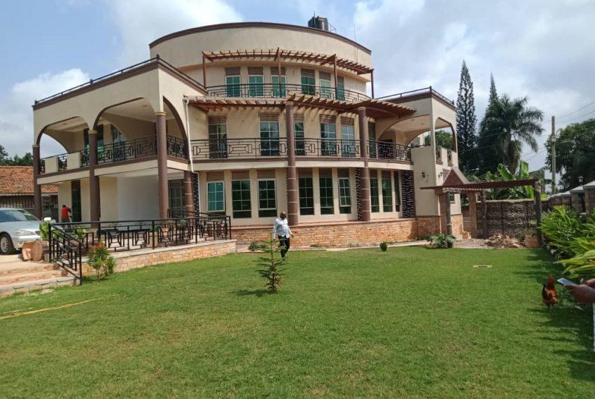 Bunga Kawuku House for Sale