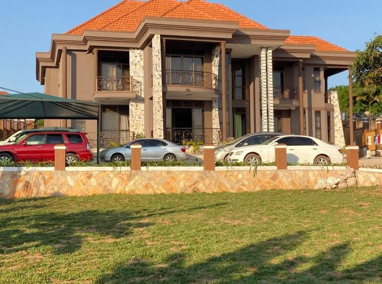 Lubowa House for sale on Entebbe Road 1