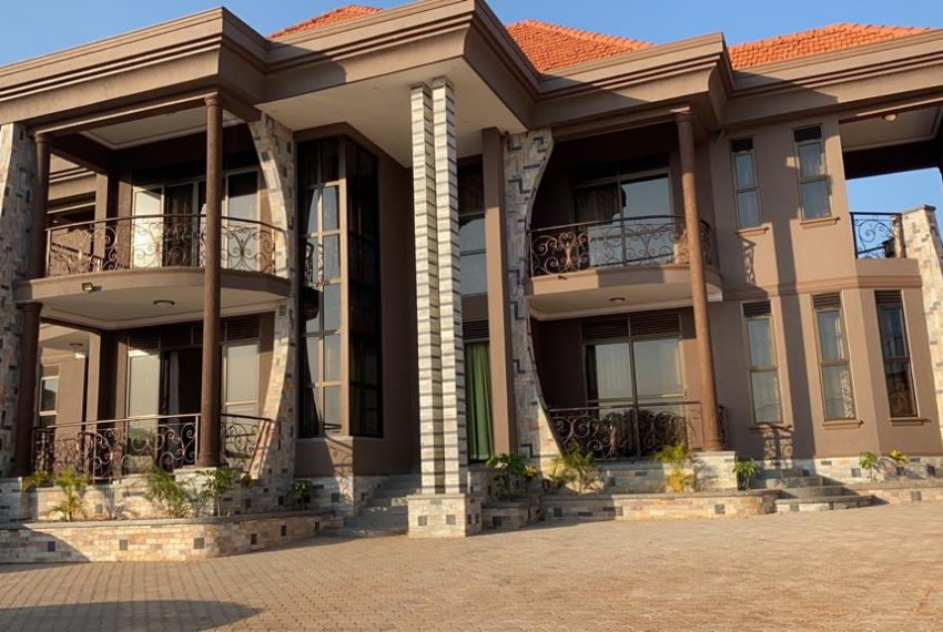 Lubowa House for sale on Entebbe Road