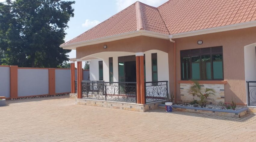 House for Sale in Kitende Entebbe Road 3