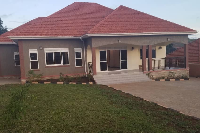 Posh 4 Bedroom Bangalow in Akright Estate Entebbe Road for Sale 1