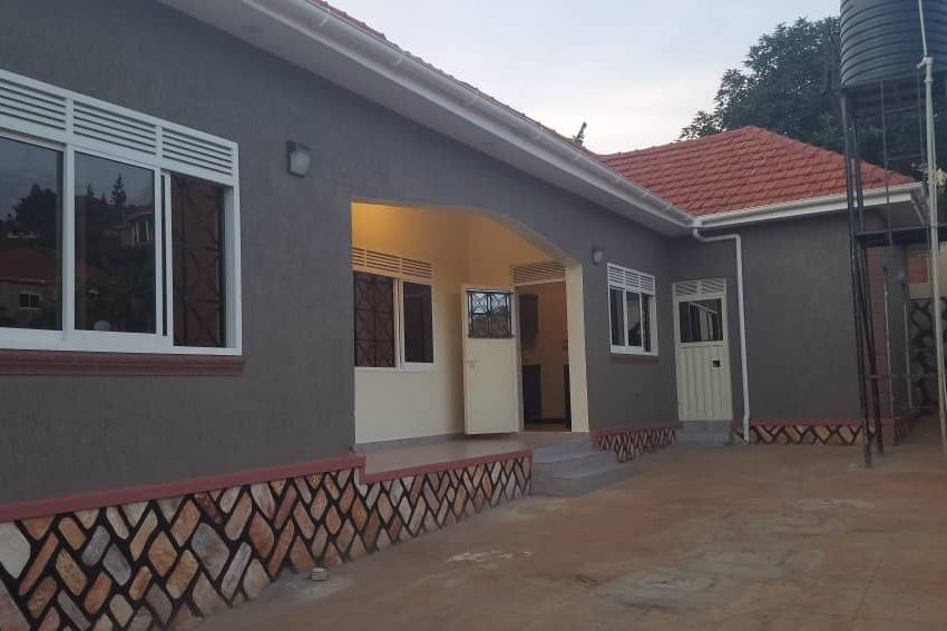 Posh 4 Bedroom Bangalow in Akright Estate Entebbe Road for Sale 2