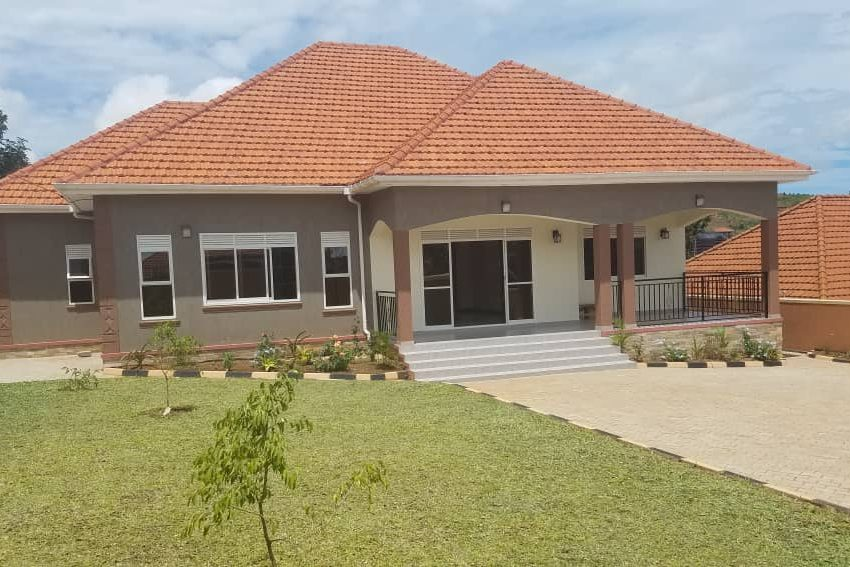 Posh 4 Bedroom Bangalow in Akright Estate Entebbe Road for Sale 3