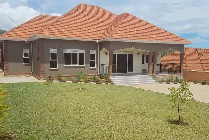 Posh 4 Bedroom Bangalow in Akright Estate Entebbe Road for Sale 4