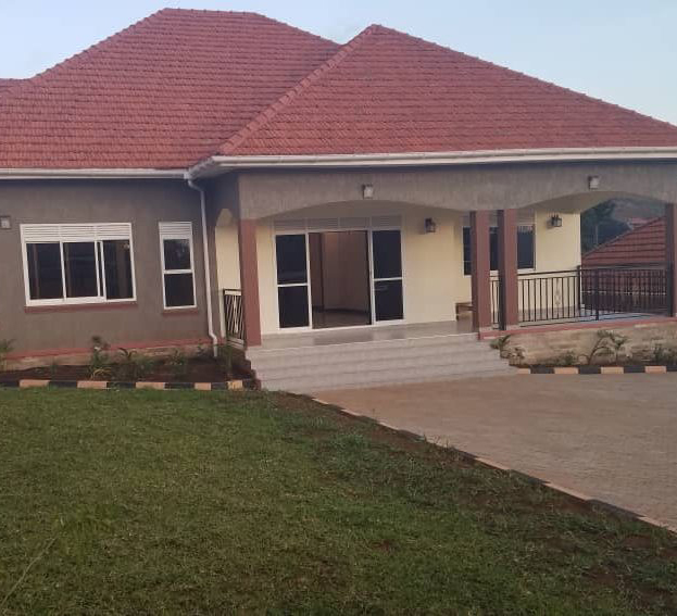 Posh-4-Bedroom-Bangalow-in-Akright-Estate-Entebbe-Road-for-Sale