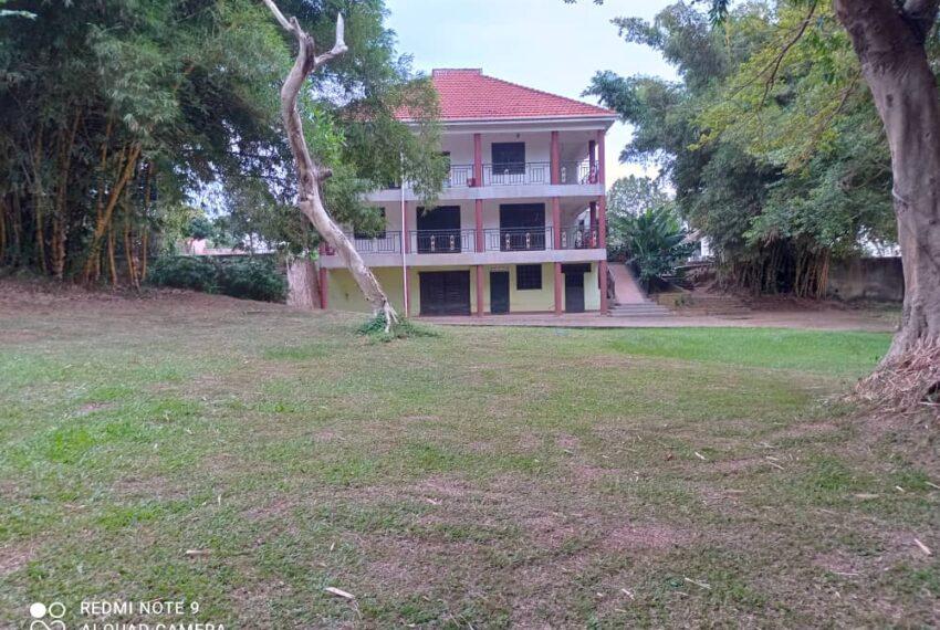 Lakeside Home for Sale in Bugiri Entebbe Road 6