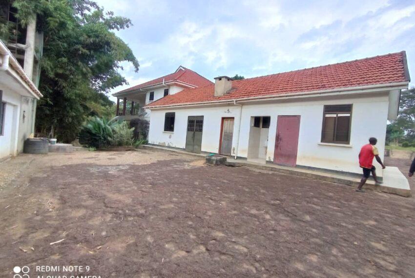 Lakeside Home for Sale in Bugiri Entebbe Road 7