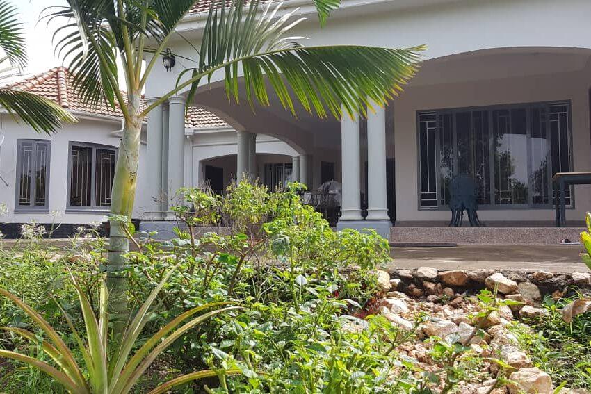 Mansion for Sale in Kakiri Gobero Wakiso 2