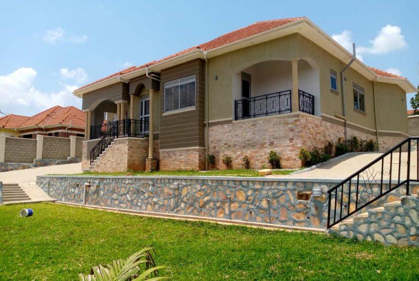 House in Kira Bulindo for Sale 1