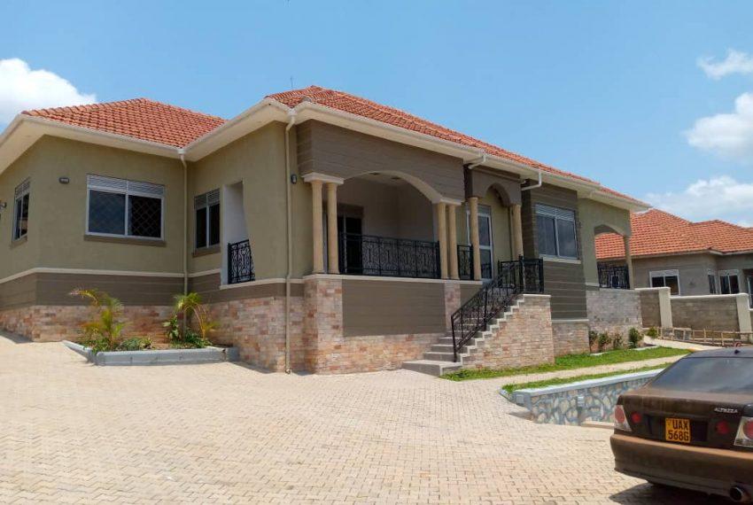 House in Kira Bulindo for Sale